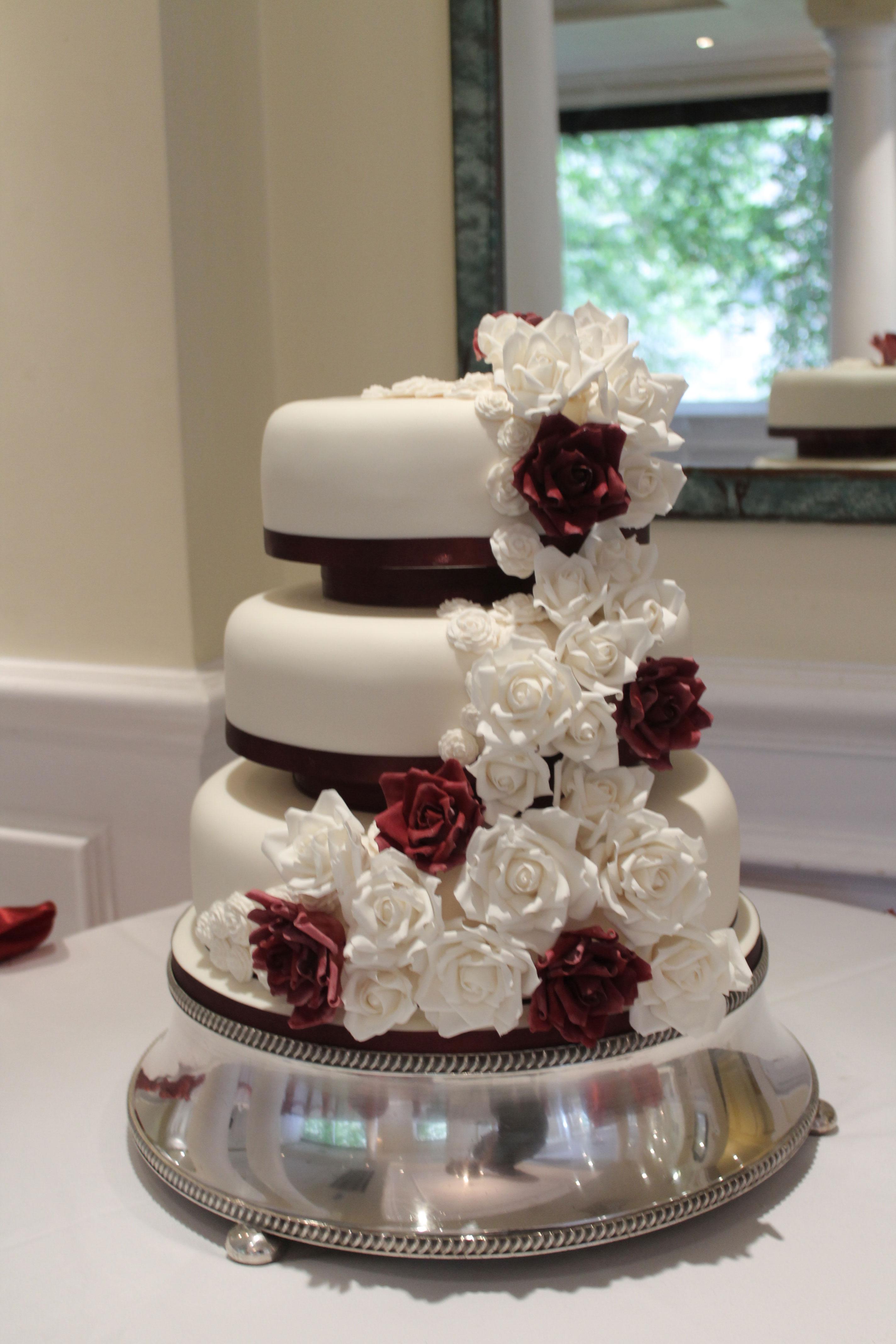 Red & White Roses Cake